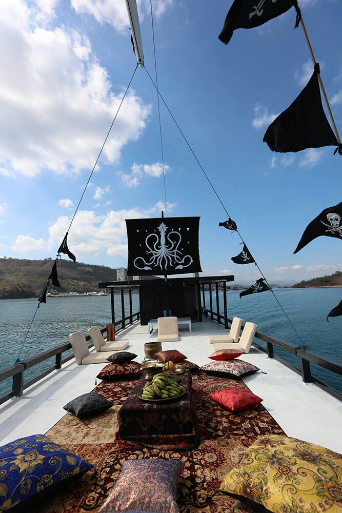 Stupendous Boat Lazy Pirates Komodo Komodo Boat Charter Alphanode Cool Chair Designs And Ideas Alphanodeonline