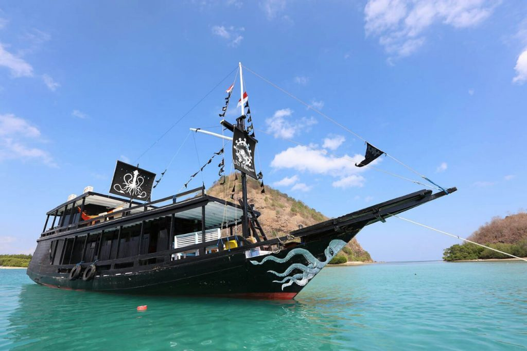 Excellent Boat Lazy Pirates Komodo Komodo Boat Charter Alphanode Cool Chair Designs And Ideas Alphanodeonline